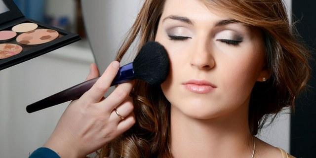 Empat Cara Berbeda Menggunakan Blush-on Sesuai Bentuk Wajah